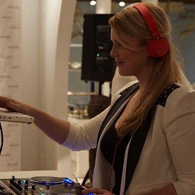 DJ Mary Mac at Moule